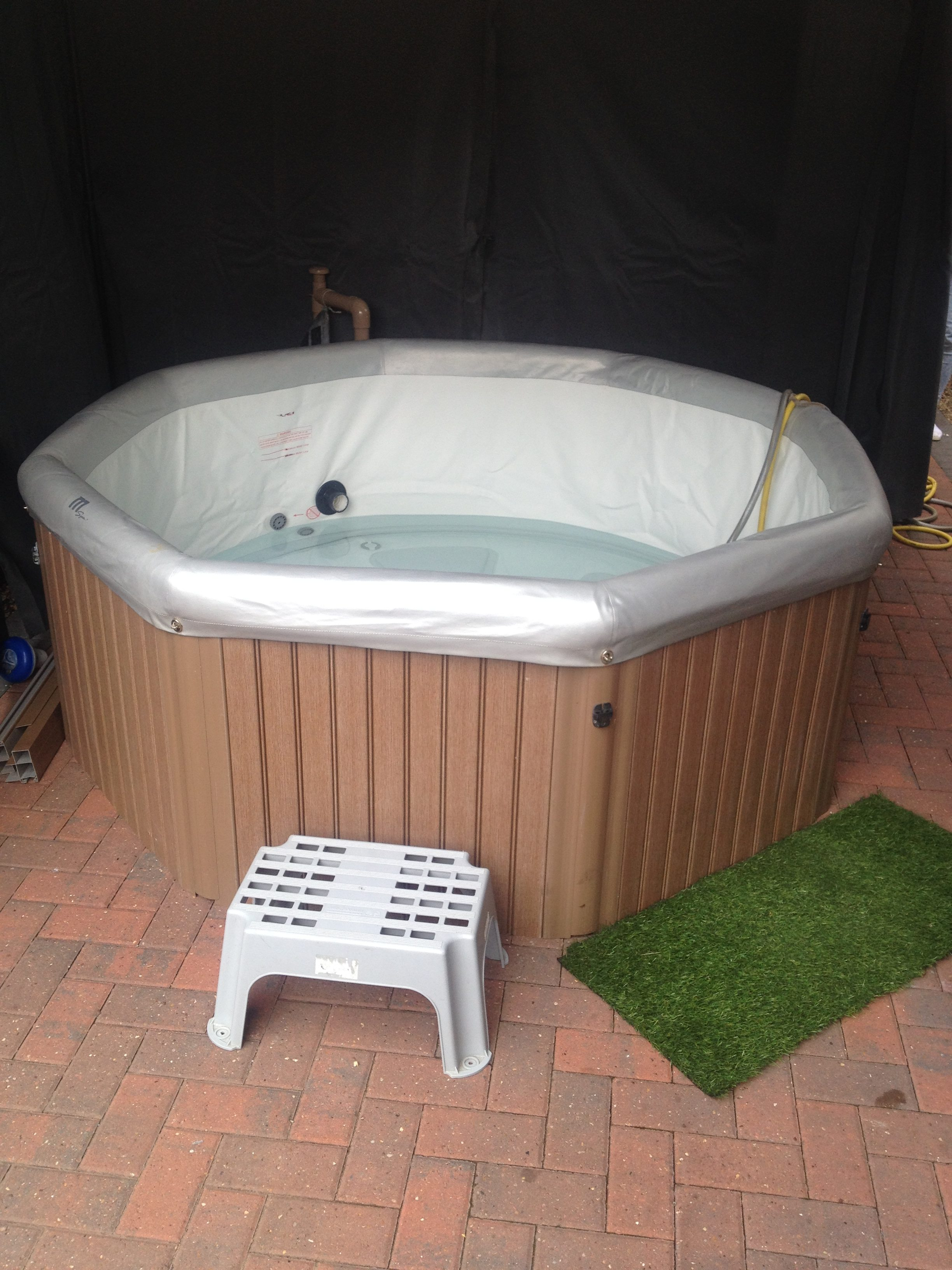 contents cheap with lodges deals cabin night fr avon a tub wood hottubhideaways uk image hot lodge tubs