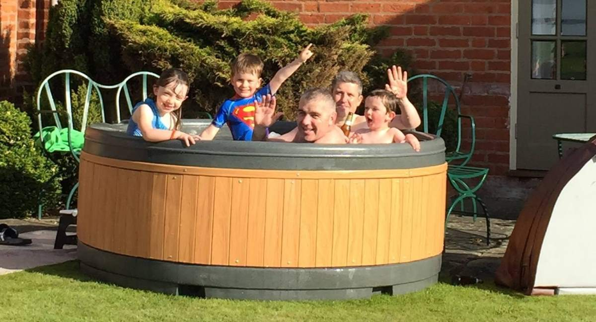 Hot Tub Hire Rugby family-party