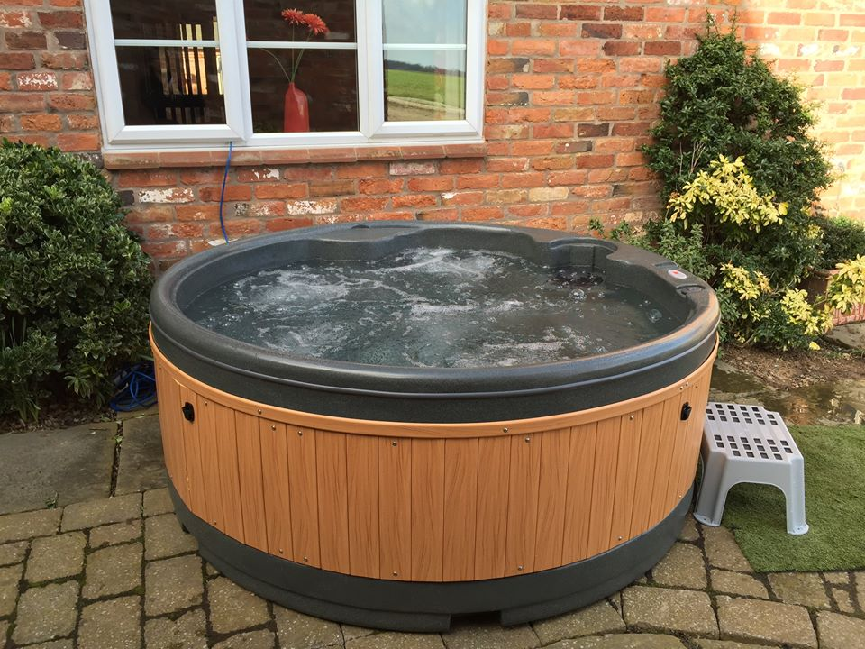 Hot Tub Hire for Holiday Cottage and Holiday Lets