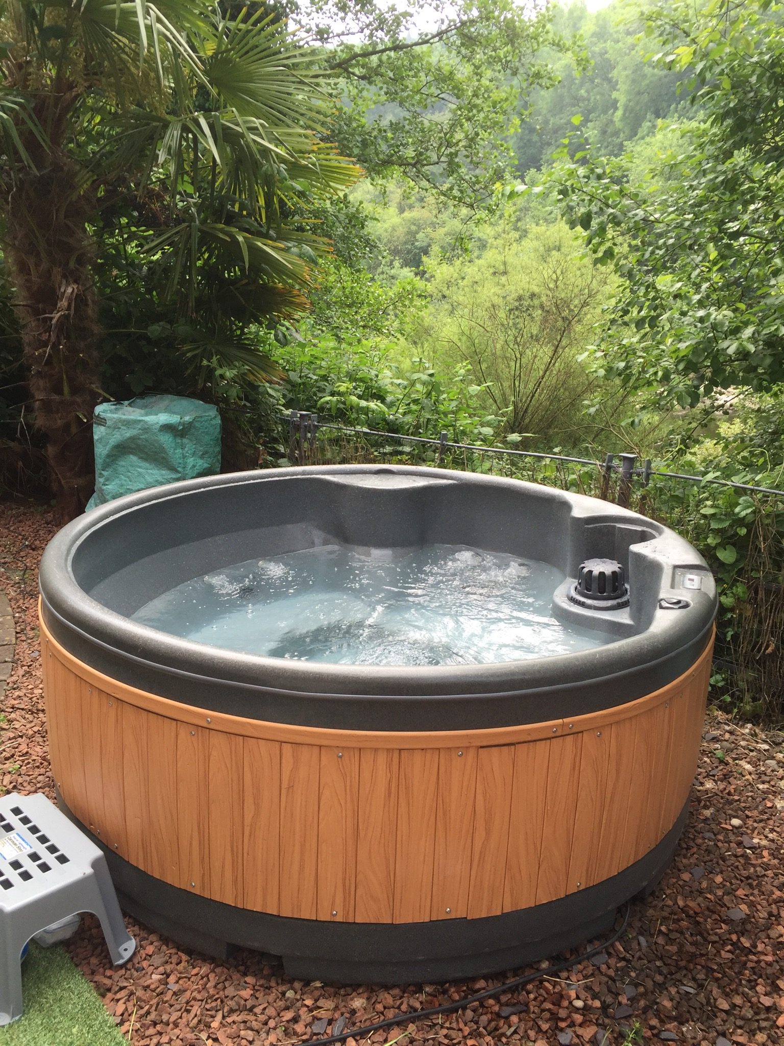 Cheap Hot Tubs >> Cheap Hot Tub Hire Luxury Affordable Jacuzzi Rental 07973 298345